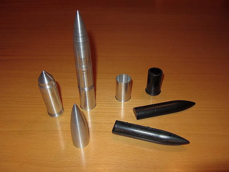 """80 cm """"Dora"""" Munitions-Set, 2 Kartuschen + 2 verschiedene Gr..."""