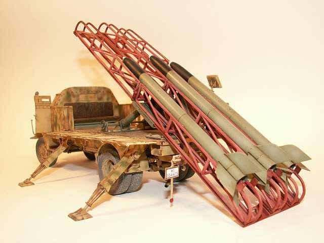 Deutscher gepanzerter 4500 Allrad Mercedes mit 21 cm Flak Ra...