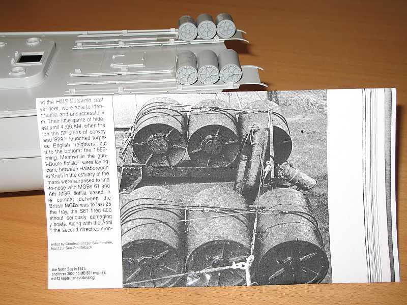 A Set of 6 German depth charges - 6 Wasserbomben für Italeri...