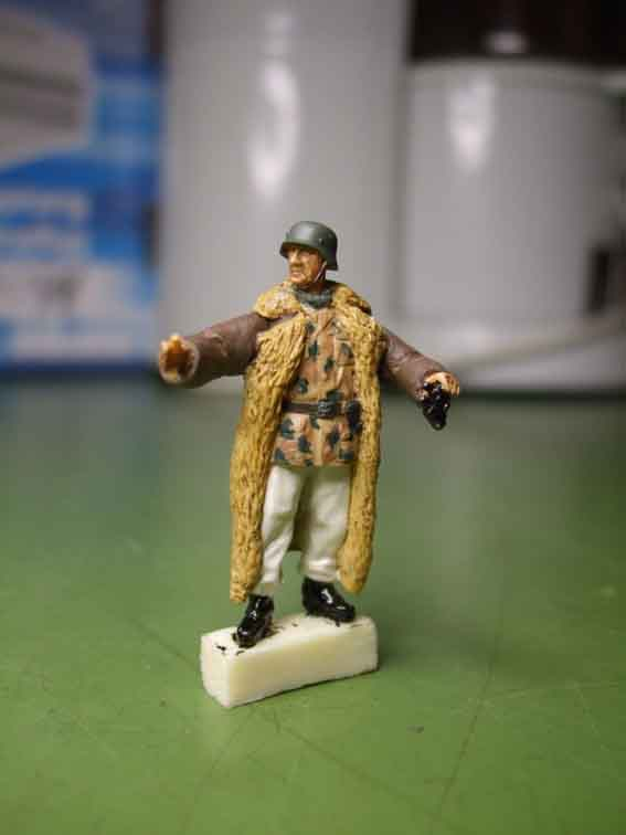 Figur mit Wintermantel...